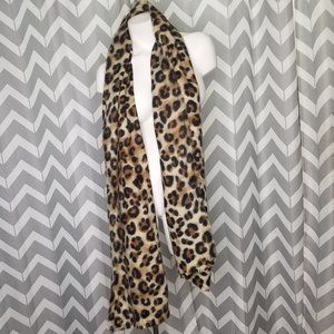 PRETTY PERSUASIONS cheetah print warm scarf